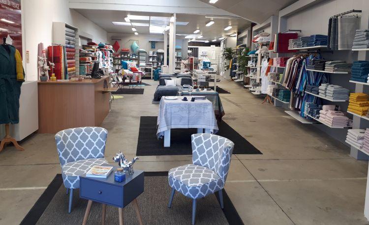 magasin d 39 usine le grenier du tissage la s guini re. Black Bedroom Furniture Sets. Home Design Ideas