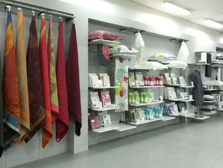 magasin d 39 usine le grenier du tissage herbiers magasins. Black Bedroom Furniture Sets. Home Design Ideas